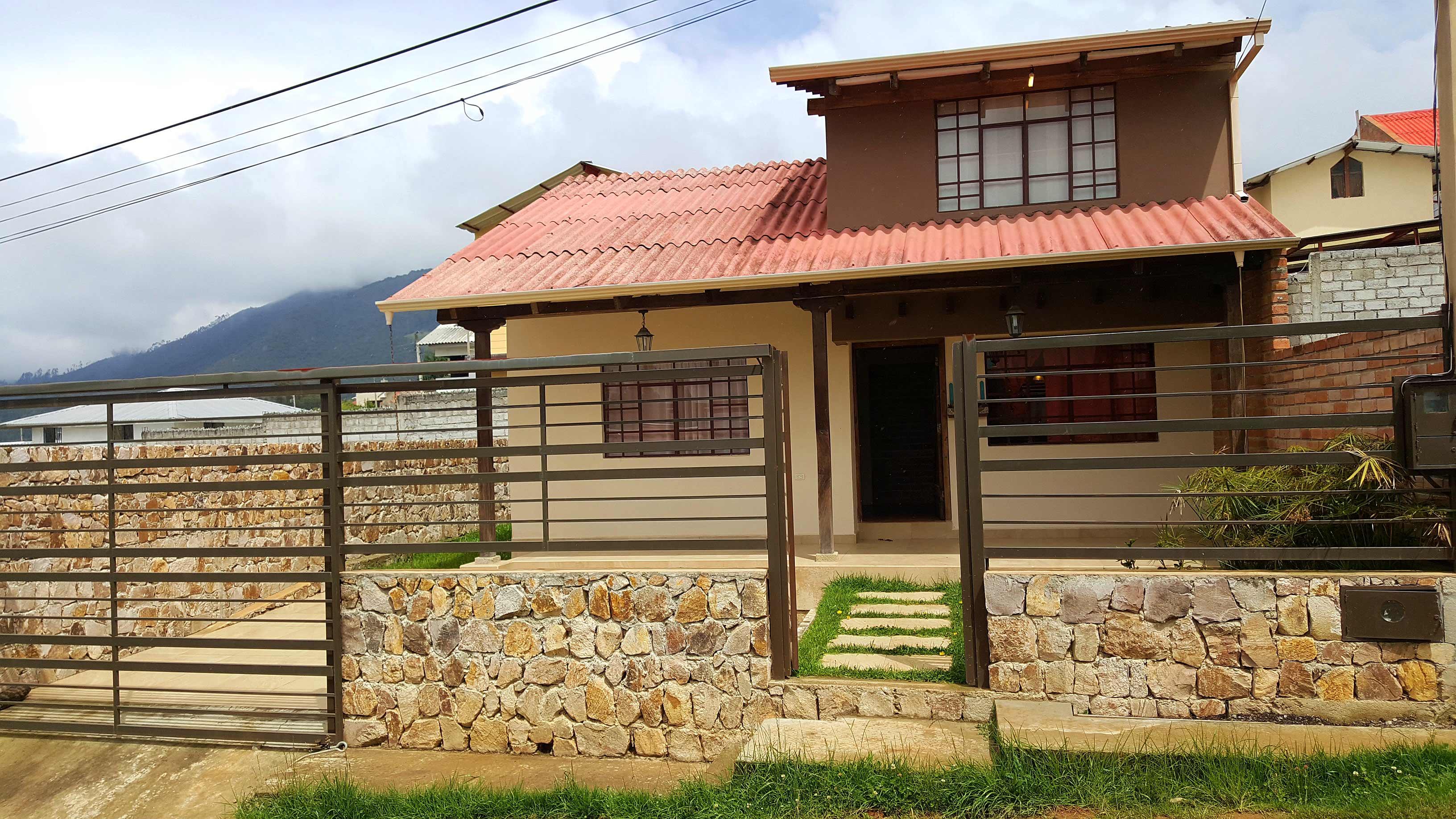 Fachada casas estilo rustico casas cuenca for Fachada de casas modernas estilo oriental